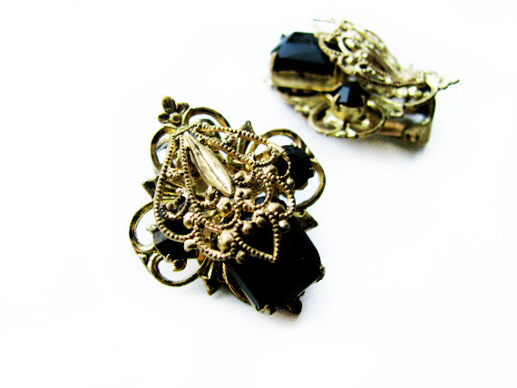Mariage - Vintage Black Earrings with Gold Filigree, Vintage Bridal  / Vintage Wedding Earrings - Boucles d'Oreilles.