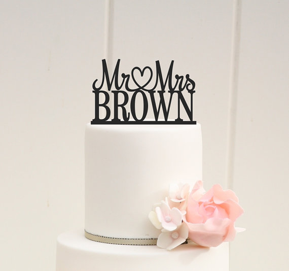 Mariage - Mr and Mrs Wedding Cake Topper Heart Design with YOUR Last Name