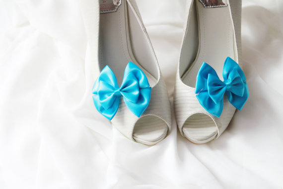 Свадьба - Blue Bow Shoe Clips - Bows Clips Bridal Wedding Shoes Clips Engagement Party Bride Bridesmaid - Something Blue