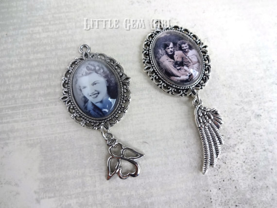 Свадьба - Custom Photo Wedding Bouquet Charm - Bridal Bouquet Picture Charm Angel Wing - In Memory Photo Charm - Memorial Silver Victorian Photo Charm