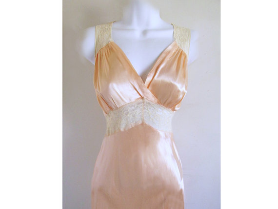 Свадьба - 1940's Pale Pink Satin Negligee With Ivory Lace Trim Bridal Lingerie Nightgown Long Gown