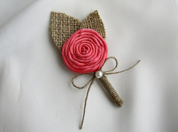 Свадьба - Set of 5,6,7 or 8 Coral Boutonniere - Rustic Burlap Wedding - Burlap Coral Corsage Pin - Groomsmen - Groom - Coral Burlap Lapel - Lapel Pin