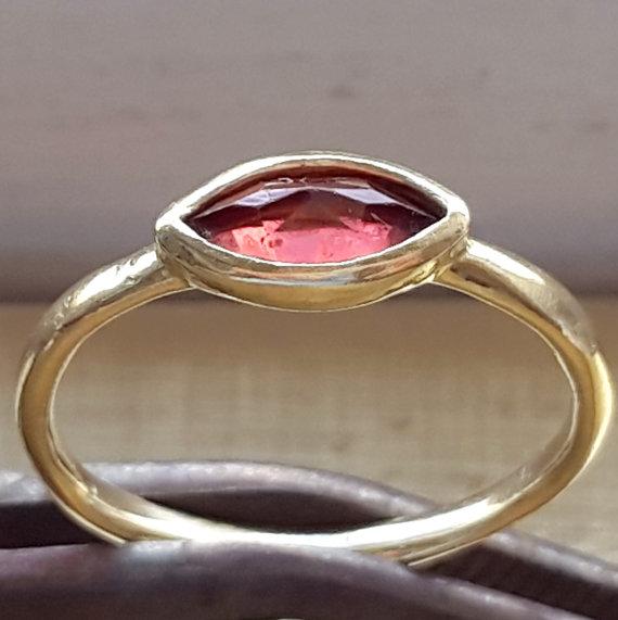 Mariage - Garnet 14k Gold Love Ring - Engagement Ring - Stacking Ring - Romantic Stackable Ring - January Birthstone Ring - Handmade - VenexiaJewelry