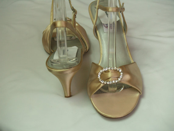 Свадьба - SALE Size 8 Wedding champagne SHOES comfortable medium heel and Silver rhinestones