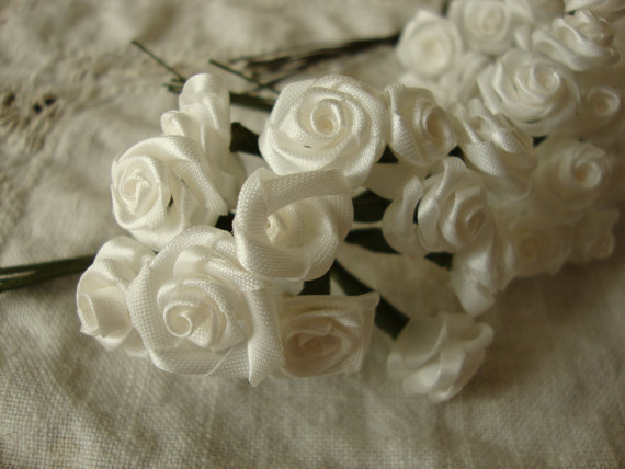 Свадьба - White flower picks roses wired stems millinery wedding craft supplies silk white floral mini roses bouquet