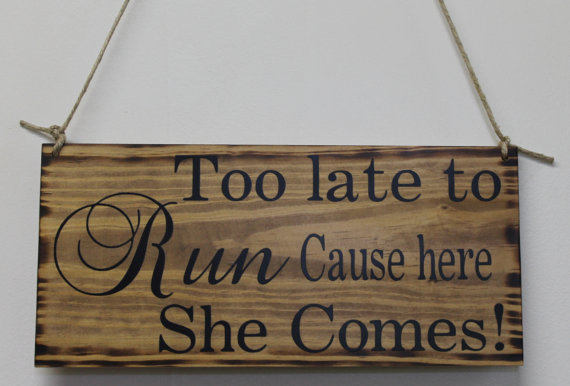 Mariage - Rustic Wedding Sign Here Comes the Bride Too Late To Run Ring Bearer Flowergirl Ceremony Country