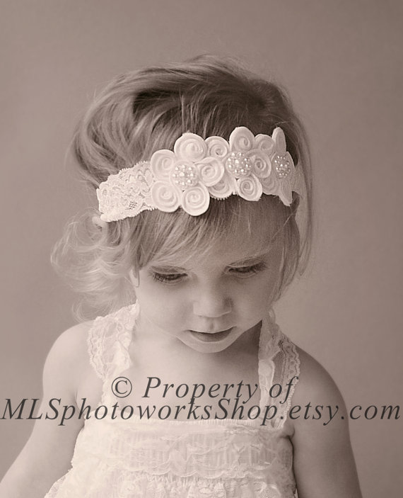 Vintage Scalloped Lace Flower Headband - Pure White Baby Girl Headband in  Vintage Style - White Wedding Headband for Babies 95e9b72f715
