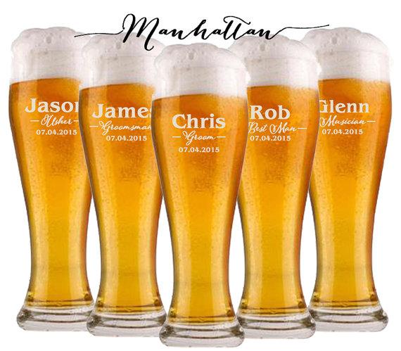Свадьба - Groomsmen Gift, 6 Personalized Beer Glasses, Wedding Party Gifts, Gifts for Groomsmen, Custom Engraved Pilsner Glass, Asking Groomsmen