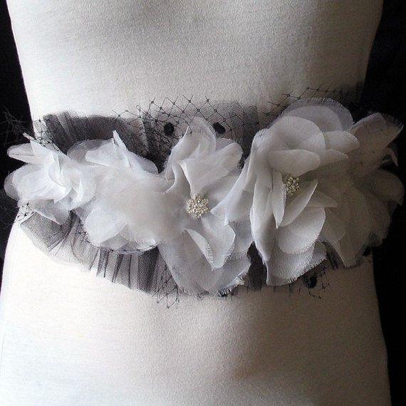 Свадьба - Black and white silk organza bridal belt - black wedding sash - silk flower belt