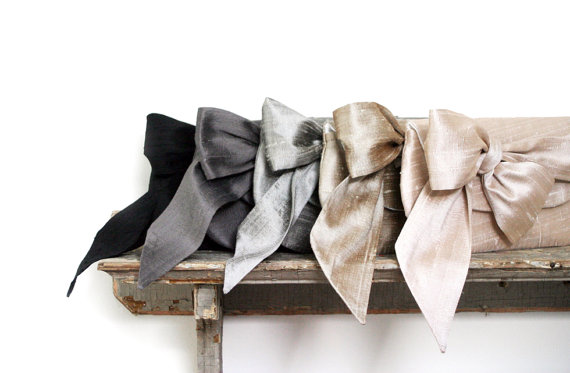 Свадьба - Black wedding clutch, Bridesmaids clutch, nude, blush wedding, metallic silk purses, Vintage Wedding, Silk Bow, Bridesmaid gift, Ivory silk