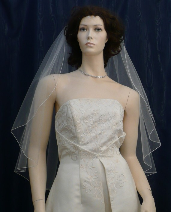 Свадьба - wedding veils bridal veil Diamond White Fingertip length Cascading Petal  Cut  finished with a delicate pencil edge