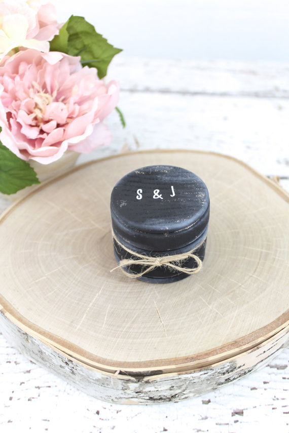 Mariage - Burlap Rustic Ring Bearer Pillow Box // Rustic Weddings (RB-6)