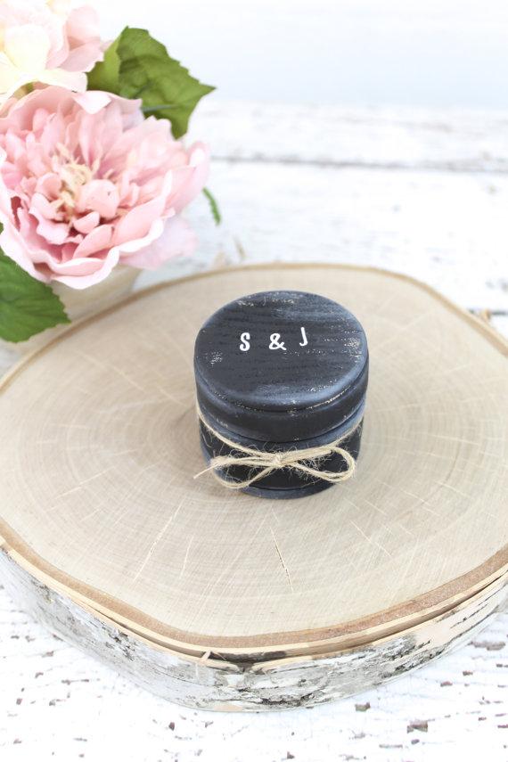 Свадьба - Burlap Rustic Ring Bearer Pillow Box // Rustic Weddings (RB-6)