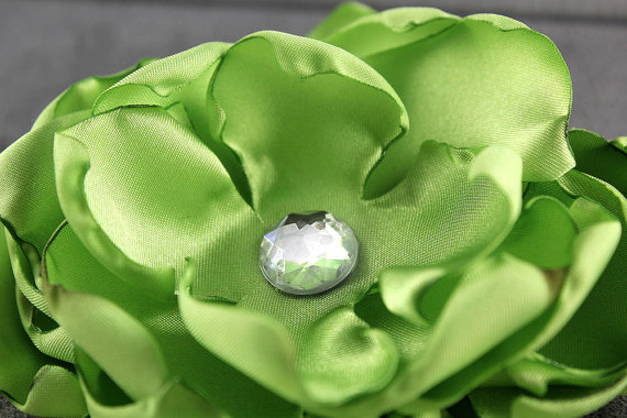 Mariage - Lime Dog Collar Flower - Satin and Rhinestone Wedding Accessory for Pets
