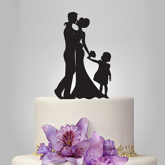 Свадьба - Funny wedding cake topper, family wedding cake topper, Mr&Mrs cake topper, groom and bride with little girl cake topper,