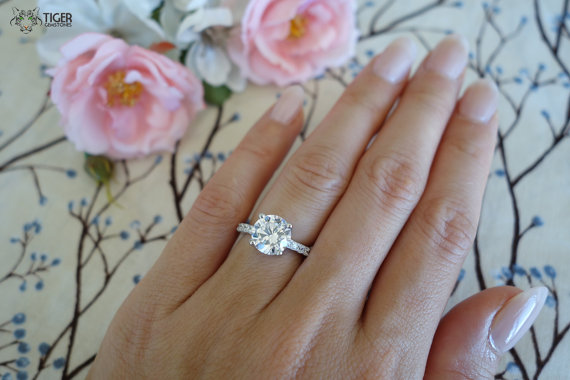 Mariage - Beautiful 3.25 Carat Solitaire Engagement Ring With Accents -  Man Made Diamond