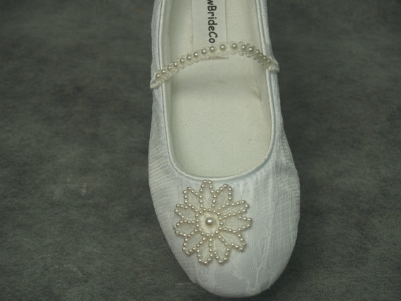 Mariage - Bridal Flats IVORY SHOES Comfortable Vegan with Pearls Flower appliqué shoes - Wedding flats ivory rose