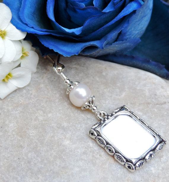 Mariage - Wedding bouquet memory charm. Freshwater pearl memorial photo charm.