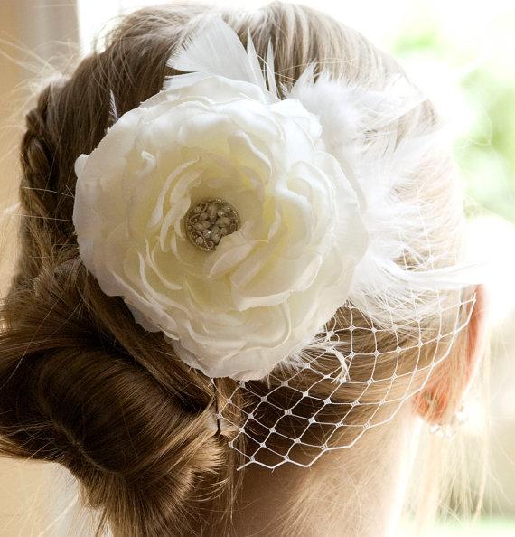 Hochzeit - Vintage Wedding Ivory Flower Hair Piece, Weddings White Fascinator head piece, Bridal Hair Flower Clip,  Wedding Accessories Hair Piece