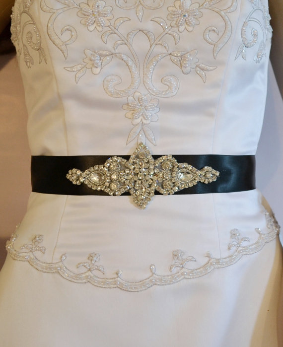 Mariage - Wedding Sash, Rhinestone Bridal Sash, Black, Ivory or White  Wedding Belt,  Rhinestone and Applique. Bridesmaid Sash