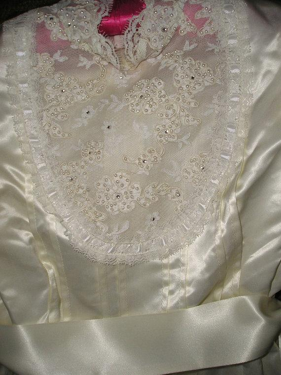 Mariage - Vintage Wedding Dress and Veil  Satin and Lace 1970s handmade Vintage Design By Vines on Etsy