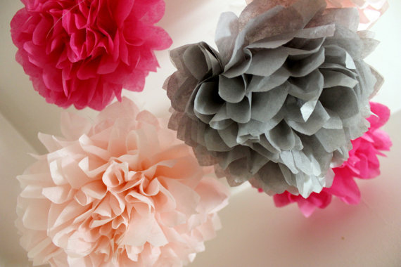 Mariage - 5 Tissue Pom Poms - Nursery Decor - Pink and Gray Room Decor, Girl's Room decorations - Bridal Shower - Girl Baby Shower