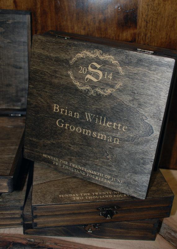 Свадьба - 1 laser engraved cigar box Groomsmen Gifts Personalized Custom Wooden Cigar Box - Custom Name Engraved - Walnut Stain, Wedding Favor