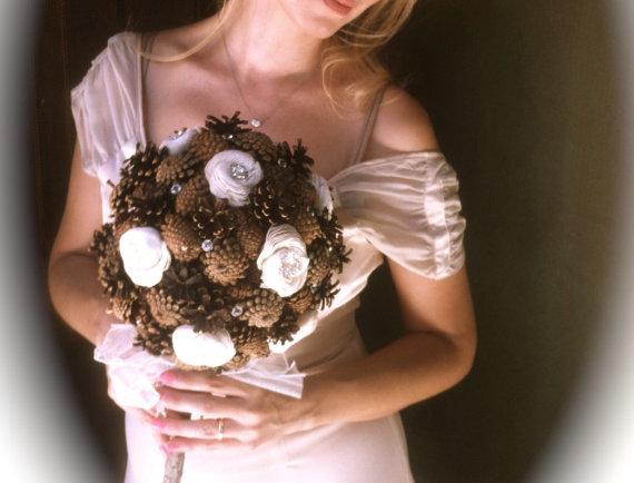 Mariage - Rustic wedding bridal bouquet flowers pine cone fall country winter alternative weddings