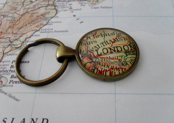 Свадьба - Vintage  Map KEYCHAIN /  LONDON England / U.K. keychain / Groomsmen Gift / Gift for Him / Anniversary / Father's Day / Travel Souvenir