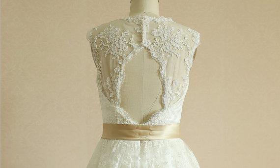 Vintage Short Lace Wedding Dress Keyhole Back Knee Length Dress