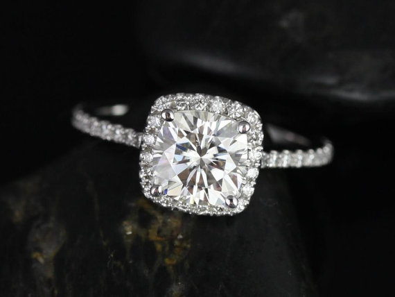 Mariage - Catalina 6.5mm 14kt White Gold Cushion FB Moissanite and Diamond Halo Engagement Ring (Other metals and stone options available)