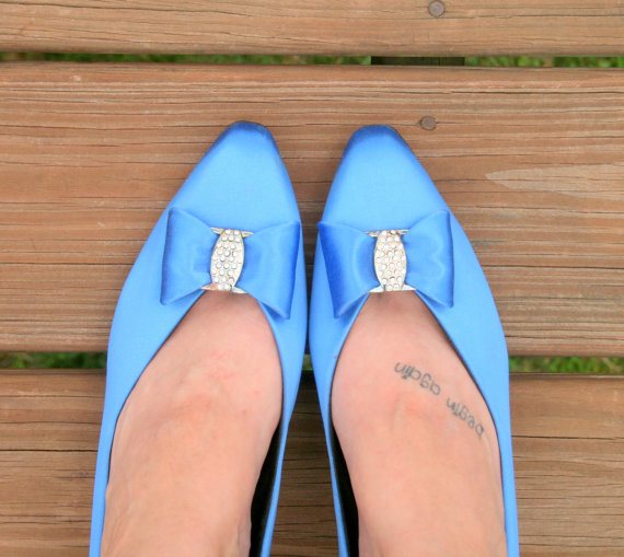 Mariage - 1980s BLUE BOW SATIN Heels....size 11...wedding. blue heels. shoes. pumps. fancy. party. mod. retro. glam. satin. something blue. royal blue