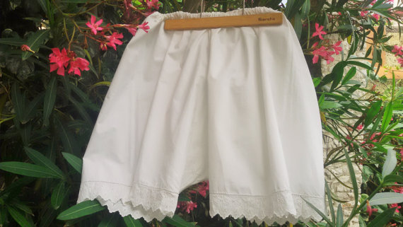 Hochzeit - Antique French Lady Bloomer - 1900's White Slouchy Shorts - Handmade Cotton Lace Embroidered Trimmed Panties - XL  French Lingerie