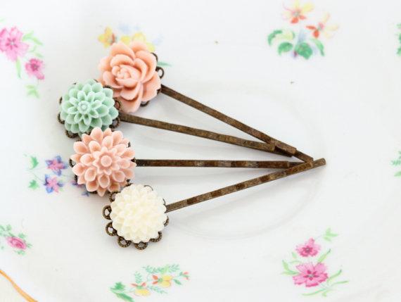 Свадьба - Pale Pink, Mint Green and White Hair Pins,  Bobby Pins, Floral, Vintage Wedding, Wedding Hair Accessories, Bridal Hair
