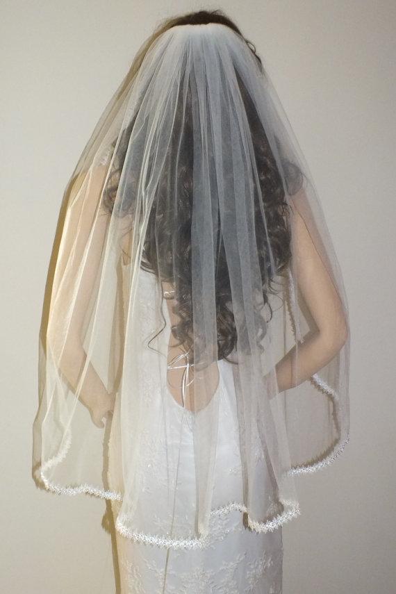 Hochzeit - Ivory Bridal veil, Lace veil, traditional veil,Diamon ivory veil