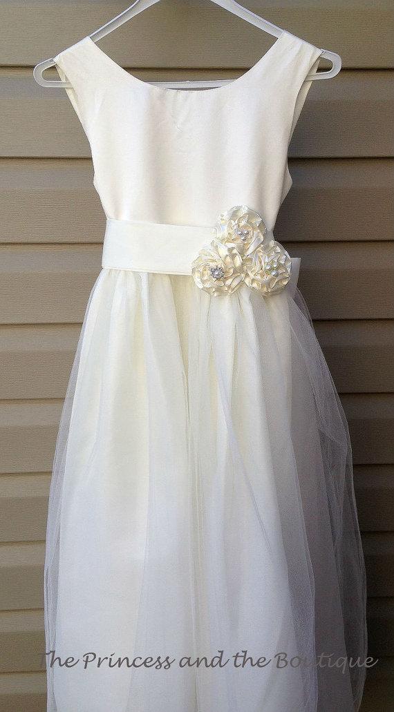 Mariage - Ivory flower girl dress size 1T - child size 12