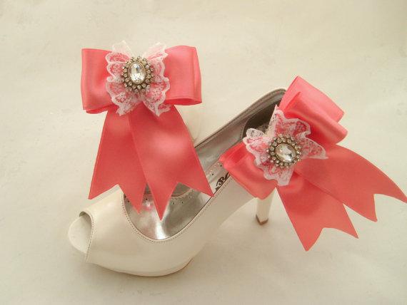 Hochzeit - Vintage inspired art deco rhinestone pink coral bow shoe clips -Vintage wedding - Bridal shoe clips - Wedding accesories - Bridal shoe clips
