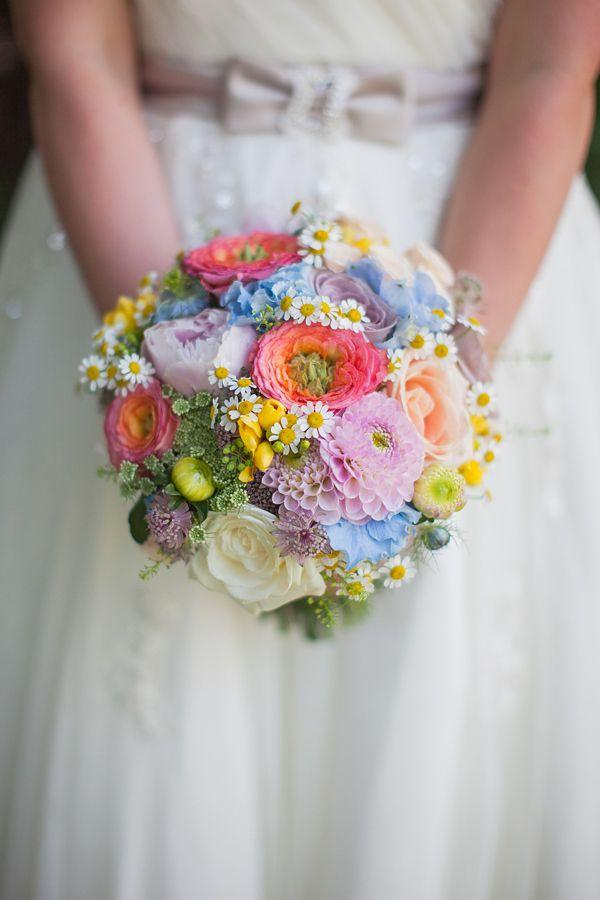 Hochzeit - Pastel Petals, Sunshine And The Seaside ~ The Sweet Summertime Wedding Of Helen And Dan