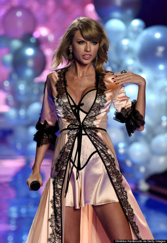 Hochzeit - Taylor Swift Looks Seriously Stunning At Victoria's Secret Fashion Show