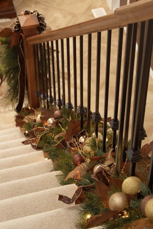 Свадьба - Holiday Decor Twist: Garland At The Bottom Of Stair Railings