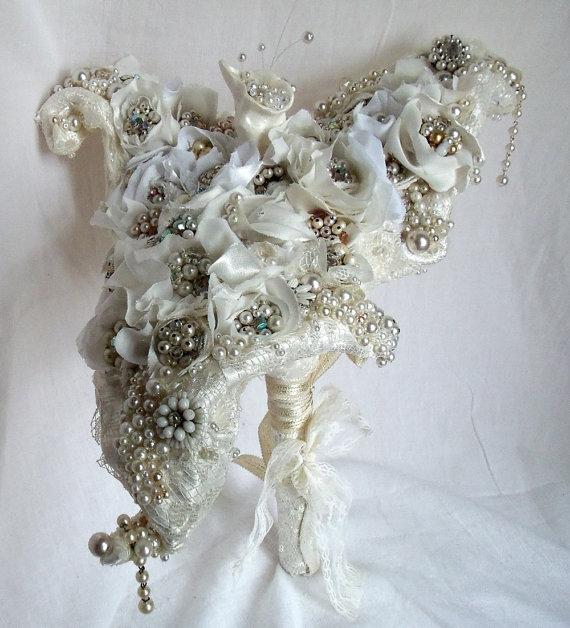 Свадьба - Unique Wedding Bouquet,  Avant Garde Bridal Bouquet,  Vintage Rhinestone Calla Lily Bridal Bouquet.