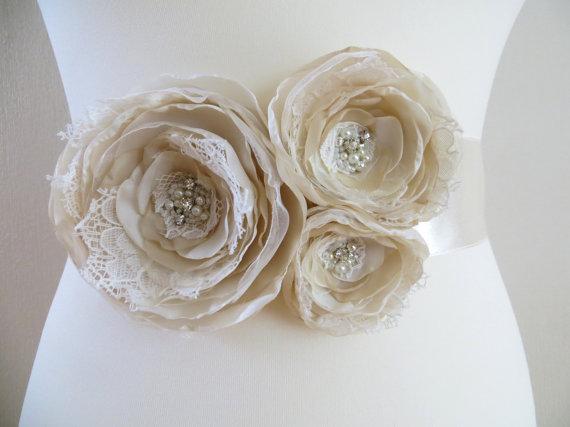 Mariage - Bridal sash, wedding floral sash, cream beige waist sash, satin ribbon belt, wedding dress belt, vintage rustic style, bridal lace sash