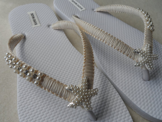 Mariage - Ivory Wedding Flip Flops / Silver Pearls Starfish Flip Flops / Macrame Beach Flip Flops / Bridal Sandals / Bridesmaids Shoes..