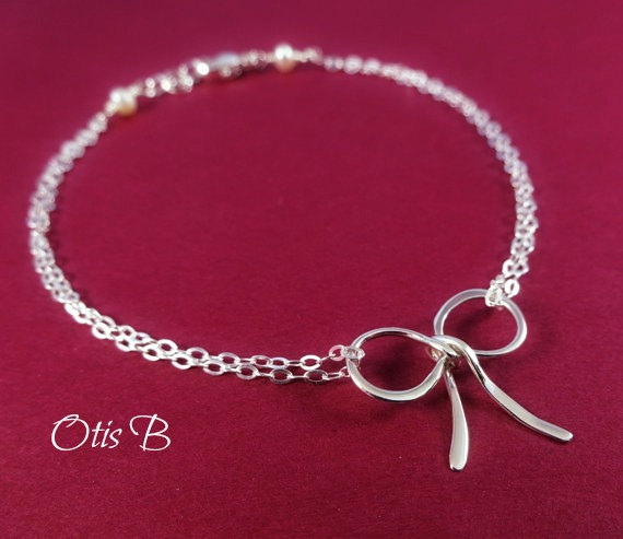 Mariage - Silver Bow bracelet, tie the knot bracelet, Bridesmaid gifts, Friendship bracelet, bridal party jewelry, silver bow jewelry, bridal jewelry