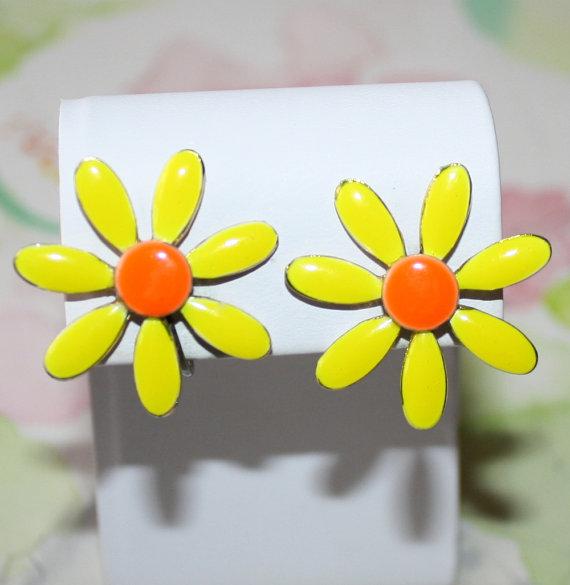 Mariage - Vintage, Bright Yellow and Orange, Enamel Flower Earrings
