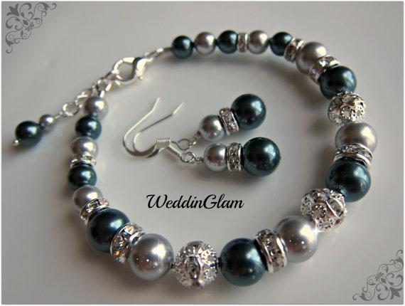 Hochzeit - Bridesmaid jewelry set, Bracelet earrings set, Bridal party gift, Swarovski Tahitian and light Grey pearls, Wedding jewelry, Bridemaid gift.