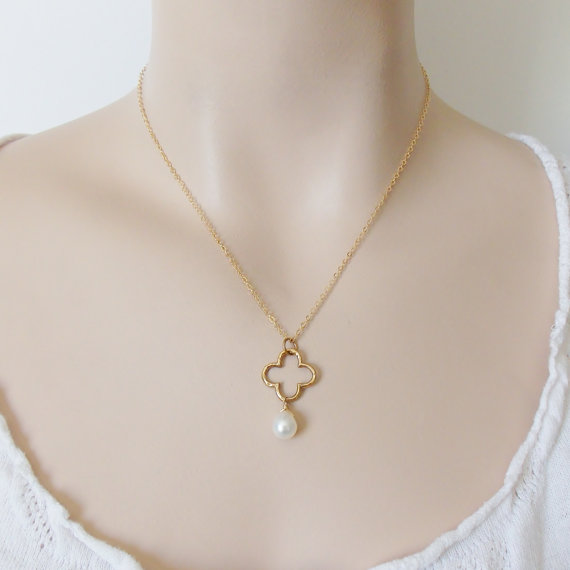Свадьба - Clover Pearl Drop Necklace / Gold or Silver / Freshwater Pearl / Bridal Wedding Jewelry / Bridesmaid Gift