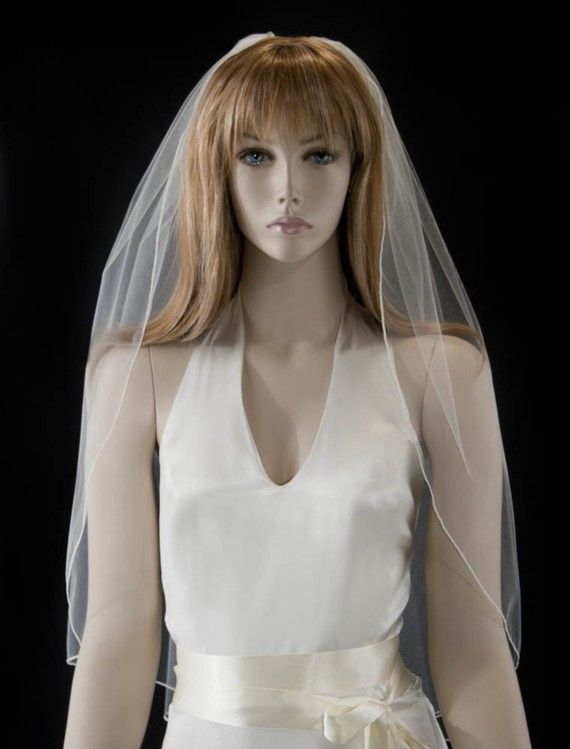 Mariage - Wedding veil -30 inch Waist length bridal veil with delicate finished edge