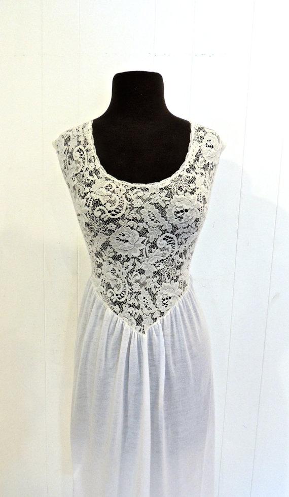 Hochzeit - vintage lacy lingerie gown - 1960s dip back nightgown