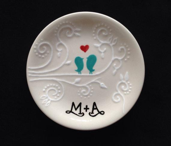 زفاف - Engagement, Wedding gift - Personalized Hand Painted Ceramic Ring Dish, ring holder- Anniversary, Valentine's Day